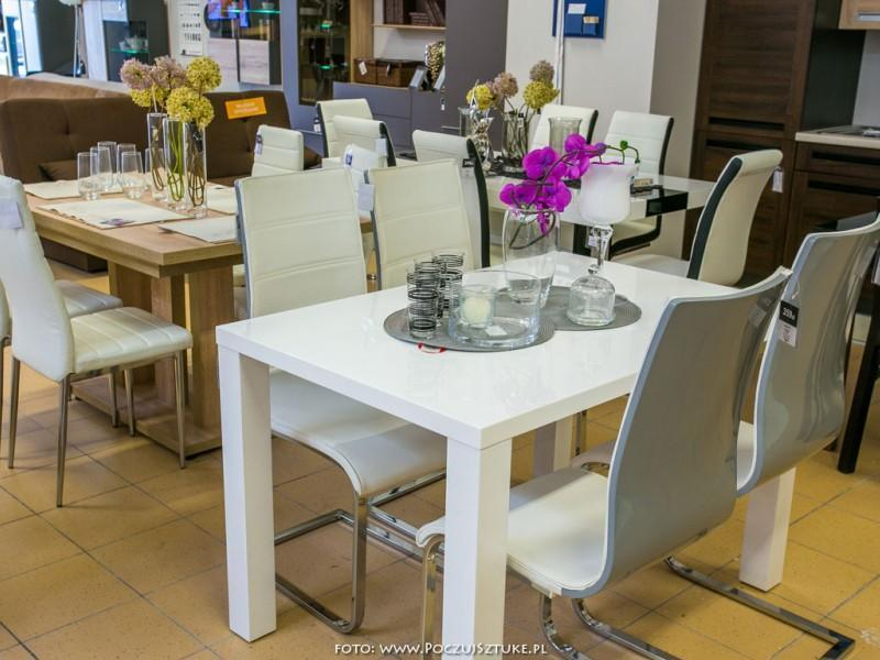 red black white krzesła i stoły kuchenne